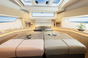 Picture Of a 2022 Sealine 45 F430 Motor Yachts | 1628523