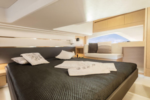 Picture Of a 2022 Sealine 45 F430 Motor Yachts | 1628526