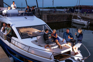 Picture Of a 2022 Sealine 45 F430 Motor Yachts | 1628546