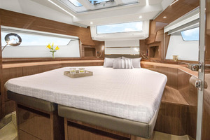 Picture Of a 2022 Sealine 45 F430 Motor Yachts | 1628573