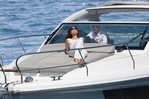 Picture Of a 2022 Sealine 33 S330 Motor Yachts | 1628626
