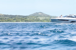 Picture Of a 2022 Sealine 33 S330 Motor Yachts | 1628622