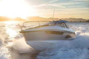 Picture Of a 2022 Sealine 33 S330 Motor Yachts | 1628614