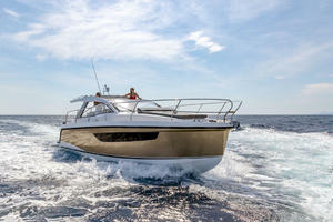 Picture Of a 2022 Sealine 33 S330v Motor Yachts | 1628651