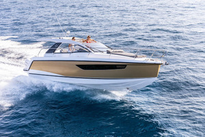 Picture Of a 2022 Sealine 33 S330v Motor Yachts | 1628652