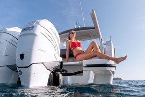 Picture Of a 2022 Sealine 33 S330v Motor Yachts | 1628667