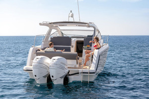 Picture Of a 2022 Sealine 33 S330v Motor Yachts | 1628668