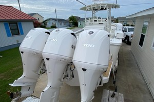 Paved For is a Regulator 34 Yacht For Sale in Atlantic Beach-Motors-42