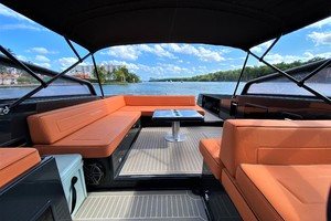 VanDutch 40 -Deck Seating