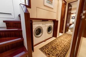 Hatteras 72 - Taz - Laundry