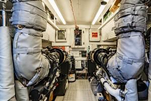 Sunseeker 75 - Vov - Engine Room