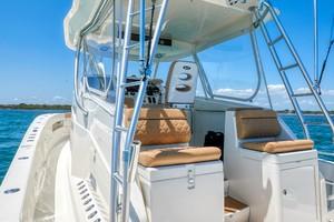 SeaVee 43 - Side Deck