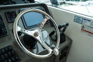 Pursuit 38 - Agua 0 - Helm