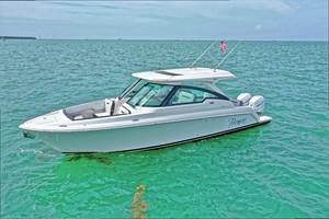 Tiara Yachts 34 - Exterior Profile