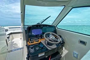 Tiara Yachts 34 - Helm