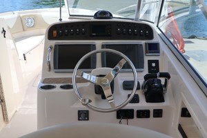 Grady-White 30 Sea Number - Helm Station