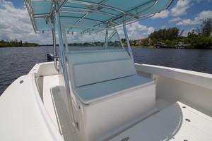 Ocean Master 33 - Bow Seating