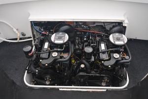 Bertram 25 - Favor - Engine Access