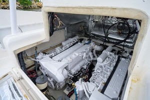 Strike 35 - Swell - Engine compartment