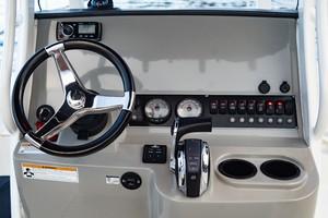 Boston Whaler 21 - Helm