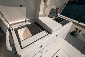 DIS IS IT is a Regulator 41 Yacht For Sale in Destin-2018 41 Regulator   Cockpit Galley (2)-14