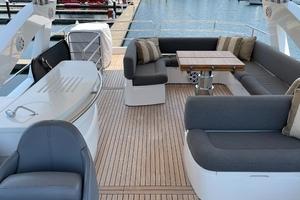 Trainera is a Sunseeker Manhatten 73 Yacht For Sale in Ixtapa--40