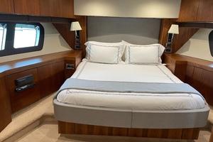 Trainera is a Sunseeker Manhatten 73 Yacht For Sale in Ixtapa--26