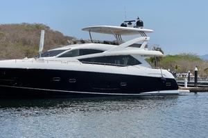 Trainera is a Sunseeker Manhatten 73 Yacht For Sale in Ixtapa--43