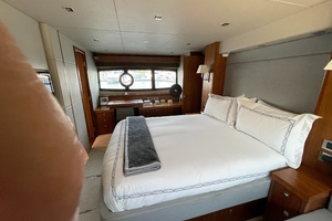 Trainera is a Sunseeker Manhatten 73 Yacht For Sale in Ixtapa--17