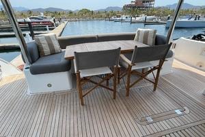 Trainera is a Sunseeker Manhatten 73 Yacht For Sale in Ixtapa--33