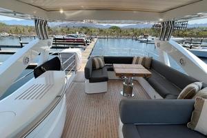 Trainera is a Sunseeker Manhatten 73 Yacht For Sale in Ixtapa--36