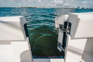 SeaVee 39 - Dive Door