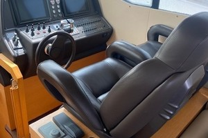 Pershing 64 - SoundView - Helm