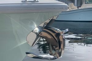 2020 32' SeaVee Anchor Side