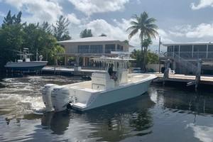 2020 32' SeaVee Stern Starboard
