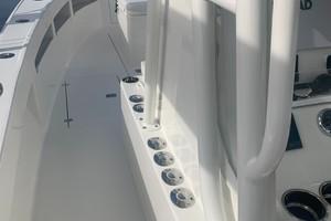2020 32' SeaVee Port Helm Rod Storage