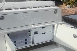 2020 32' SeaVee tackle storage