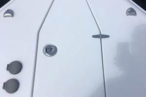 Sea Hunt 30 - anchor locker