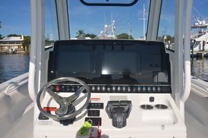 Sea Hunt 30-helm