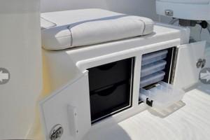 Albemarle 25 - Aft seating and storage