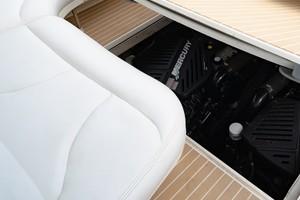 Sea Ray 40 - X Days - Engine Room