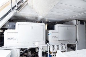Azimut 80 - Engine Room