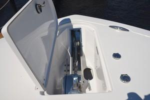 Tidewater 320 CC - windlass