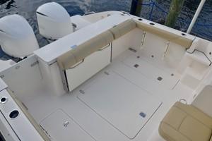 Pursuit 32 - Grillin Time - cockpit
