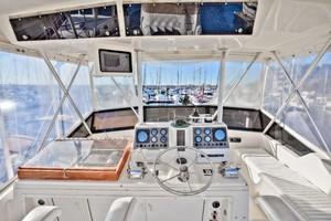 Viking 41 - Yota Life - Flybridge Helm Station