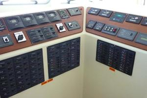 82' Advanced Marine Catamaran 2009 ACDCElectricMonitorsPanels