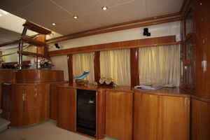 72' Viking Sport Cruiser 1999 Main Salon
