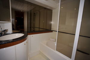 72' Viking Sport Cruiser 1999 Master Bath