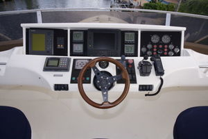 72' Viking Sport Cruiser 1999 Flybridge Helm