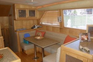 60' Bertram Enclosed Flybridge 1997 Dinette